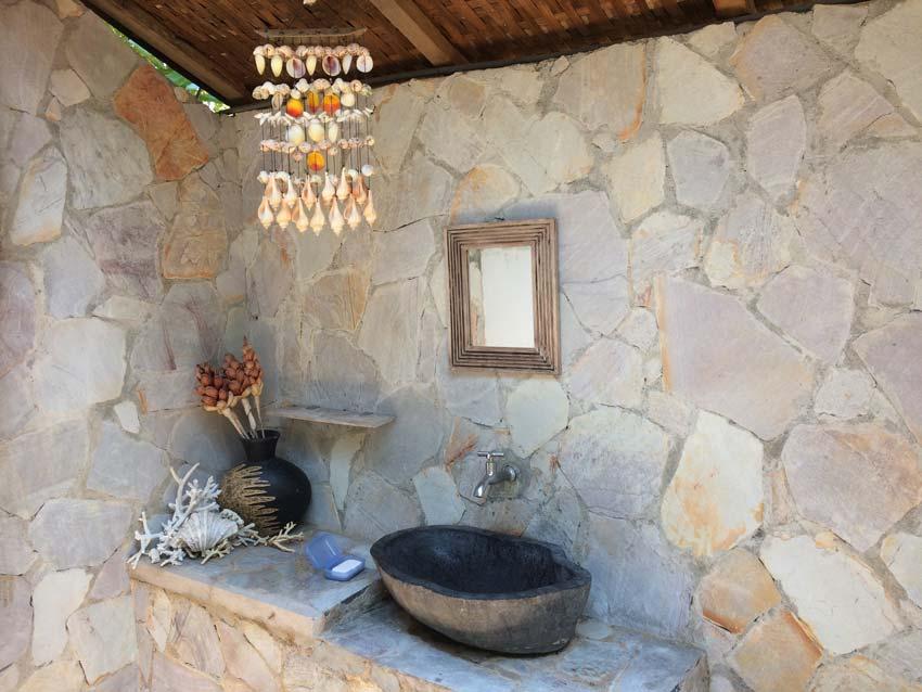 perfect bathroom in Ayu Hotel
