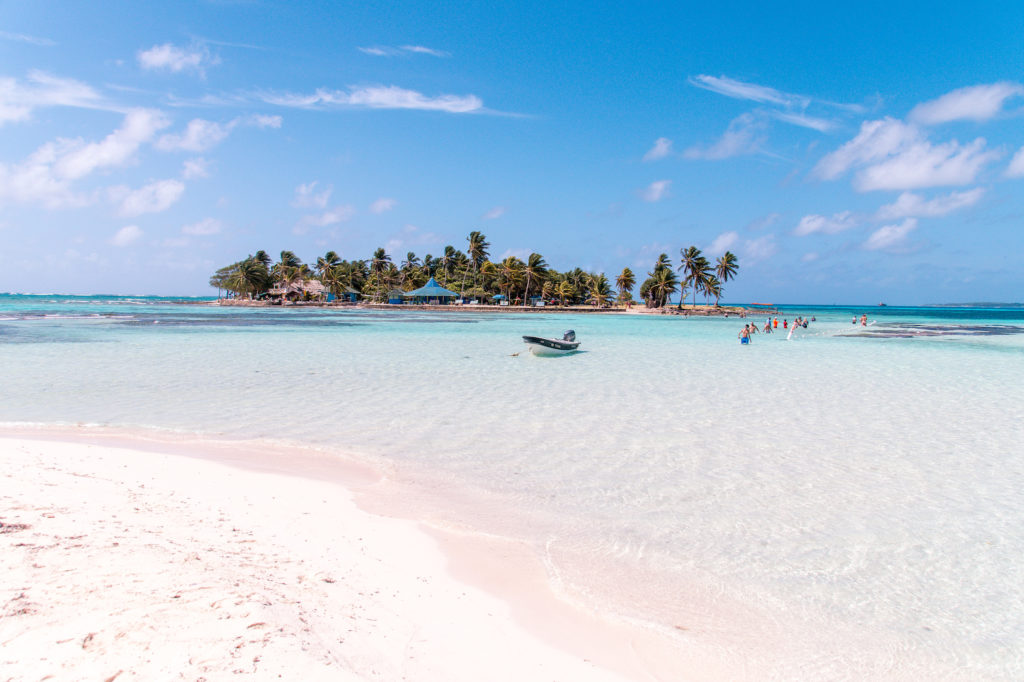 The best beaches in Colombia SAN ANDRES #thebestbeachesincolombia#colombia#colombiabeaches#colombiatravel#thebestbeachesintheworld#colombiabeachesislands#colombiaislands