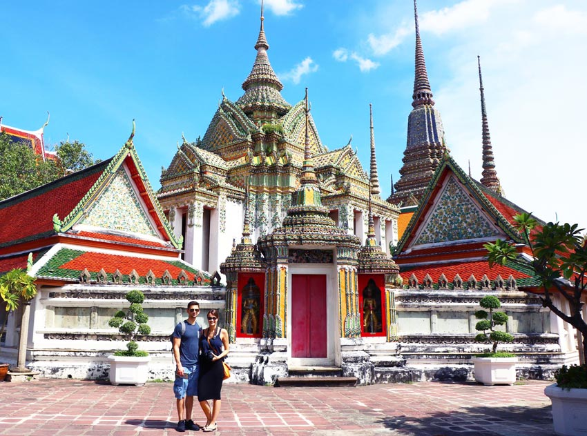 2 people in front of Wat Po temple in Bangkok