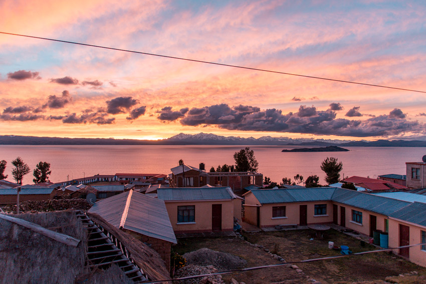 View on Lake Titicaca, house and the sunrise in the background #Isladelsol#isladelsolbolivia#bolivia#boliviatravel#boliviaisladelsol#southamerica#southamericabackpacking#southamericabucketlist
