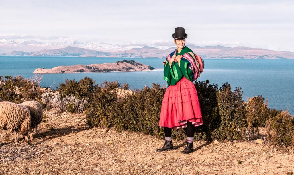 how can you borrow a traditional Bolivian dress on Isla del Sol