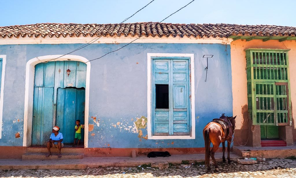 perfect 10 days in Cuba, blue wall, horse, woman and a child in Trinidad