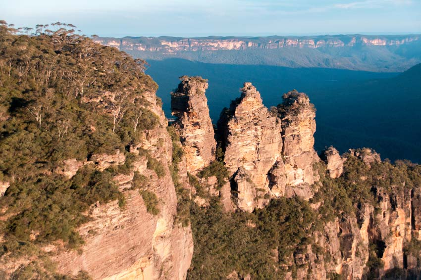 view on the three sisters and the blue mountains in the background