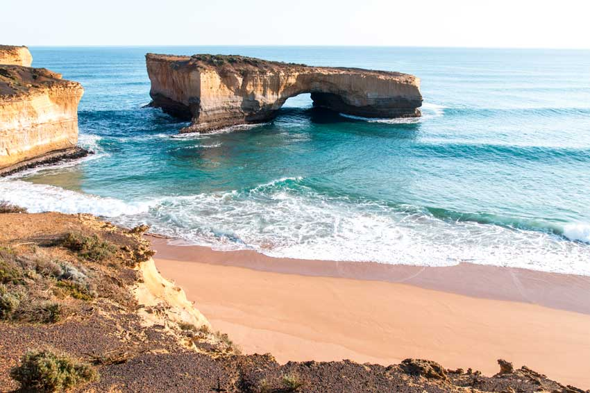 A view on the remainder of the famous London Bridge cliffs on the Great Ocean Road which must be added to your 2 days itinerary.