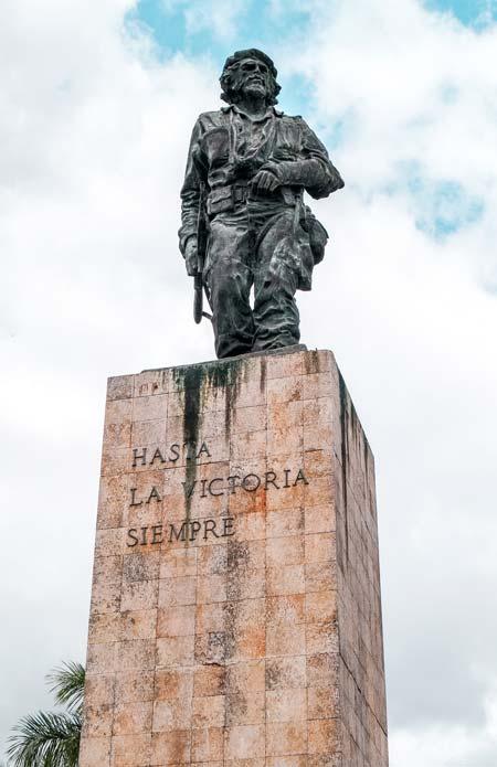 a statue of Che Guevara on a brick pedestal in Santa Clara