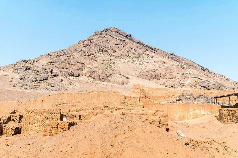 A view on the grey hill of Huaca del la Luna and brown archeological site