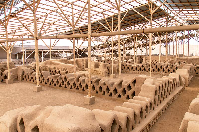 a view on the adobe structure in Chan Chan inside of Tschudi complex