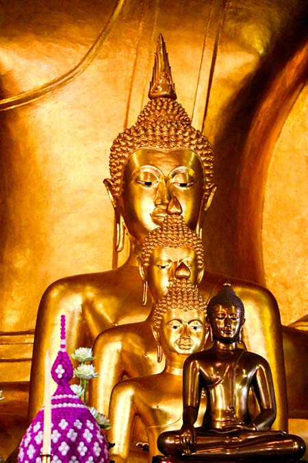 4 golden statues of Buddhas